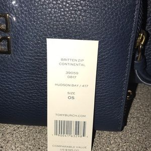ffde7ccc6c32 Tory Burch Bags - Tory Burch Hudson Bay Britten Slouchy Wallet Set